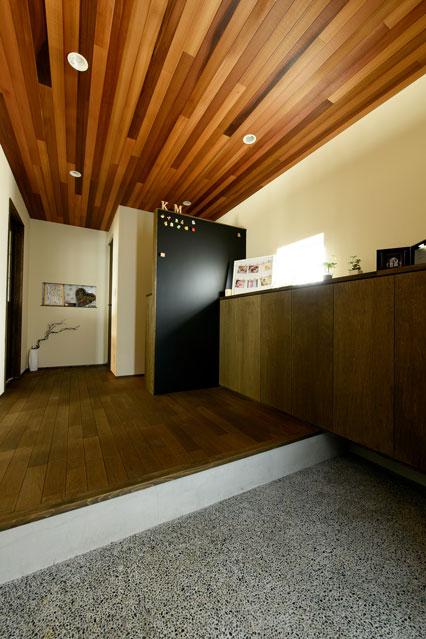 温熱環境と省エネを考え抜いた快適仕様の家 玄関