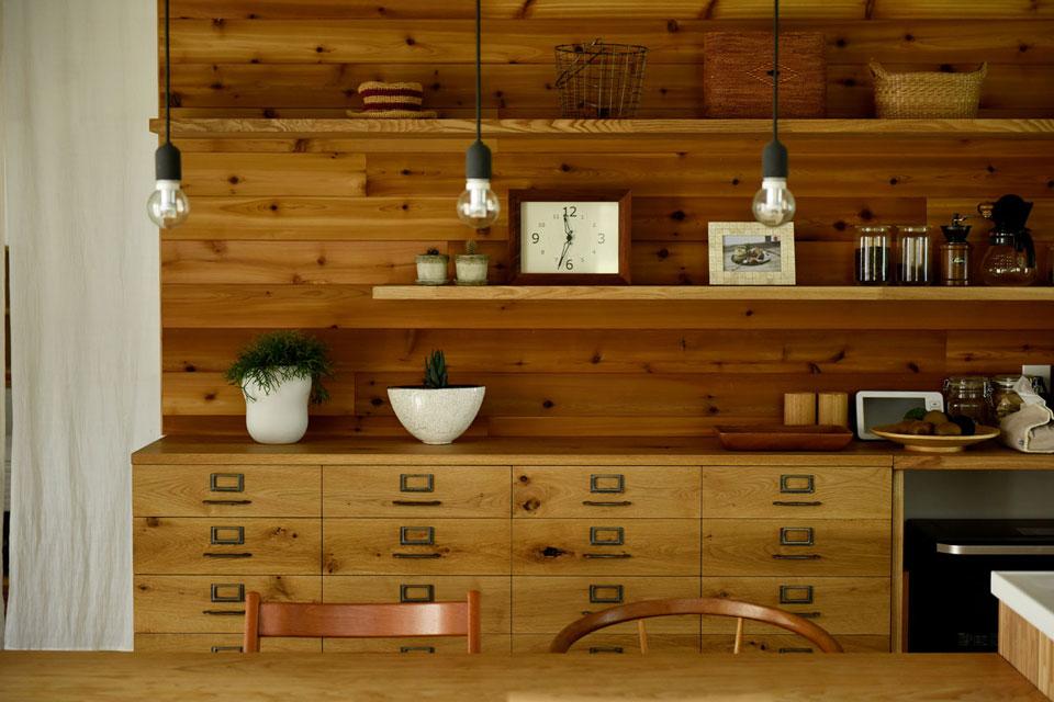 キッチン背面飾り棚