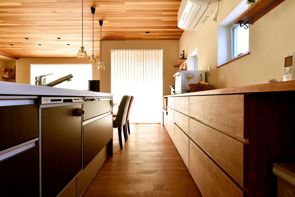 スキップフロアが遊びの空間を創る家_キッチン