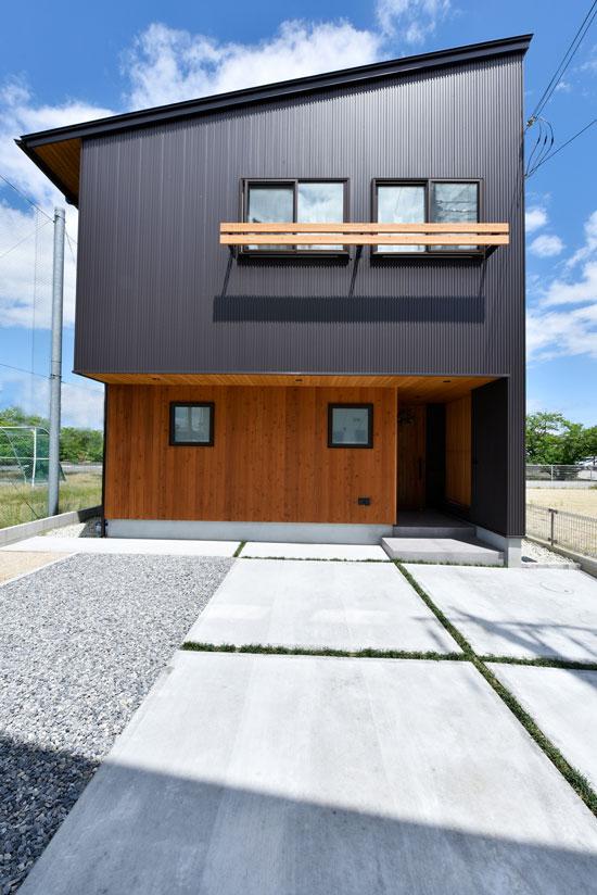 中2階のある螺旋状の家_外観