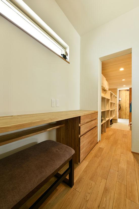 中2階のある螺旋状の家_納戸