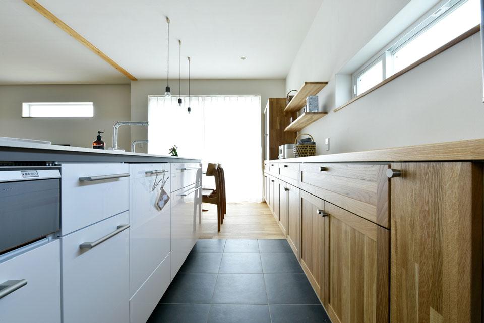中2階のある螺旋状の家_キッチン