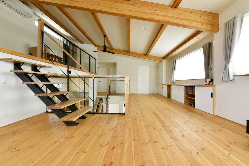 中2階のある螺旋状の家_2階