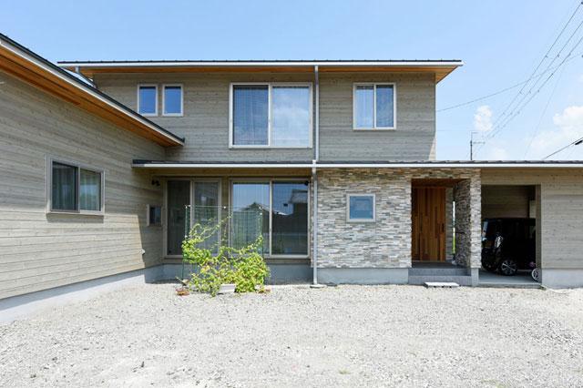 木の質感豊かなパッシブデザインの家