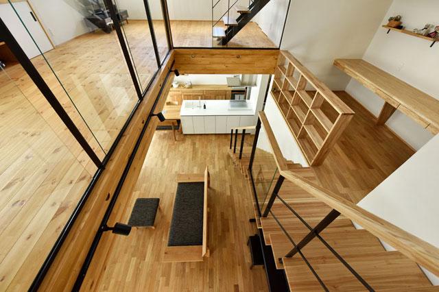中2階のある螺旋状の家